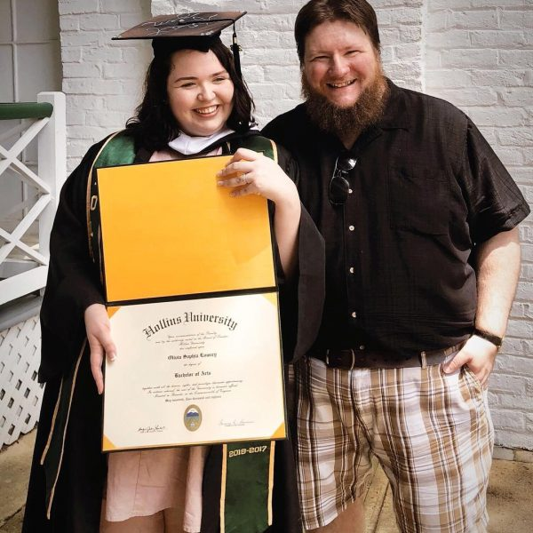 Photo of rather and daughter at Commencement 2018