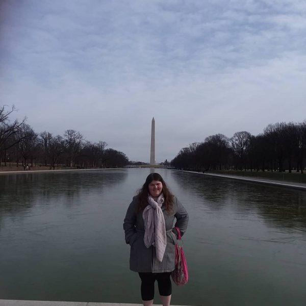 Photo of student in front of Washington monument